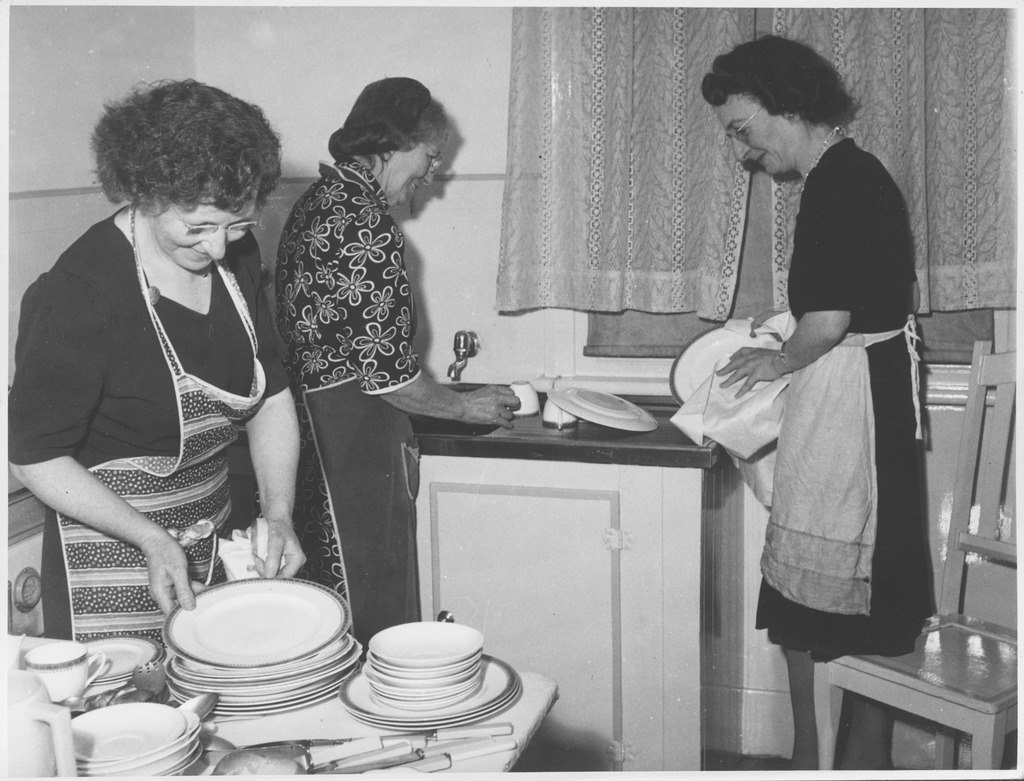Women washing dishes